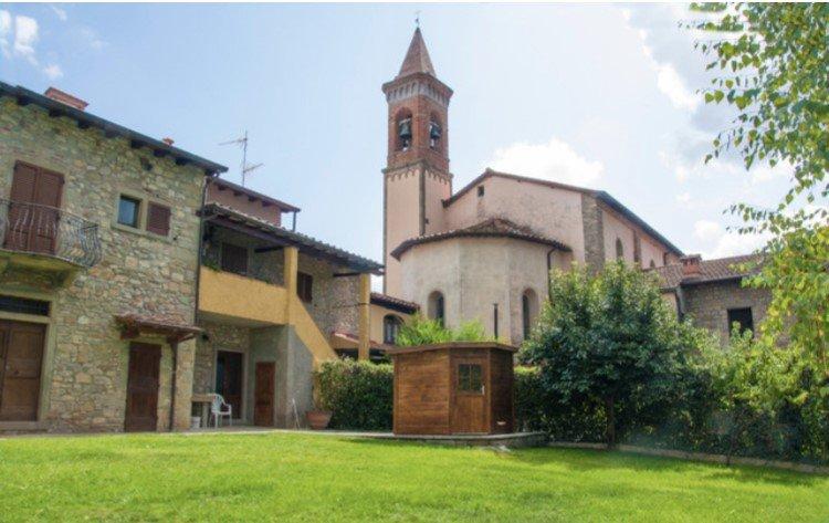 Da Paolino. Un casolare Restaurato in un antico Borgo con sauna., holiday rental in Montemignaio