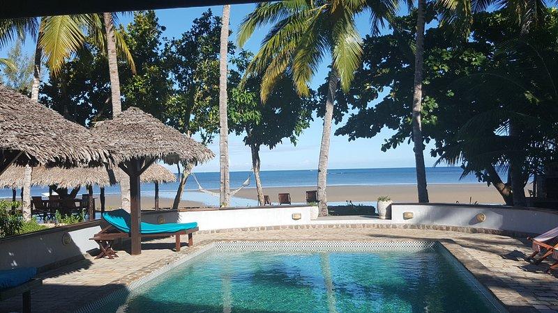Villa F4- Bord de plage, piscine, première ligne, 500m du golf, 5 couchages, location de vacances à Dzamandzar