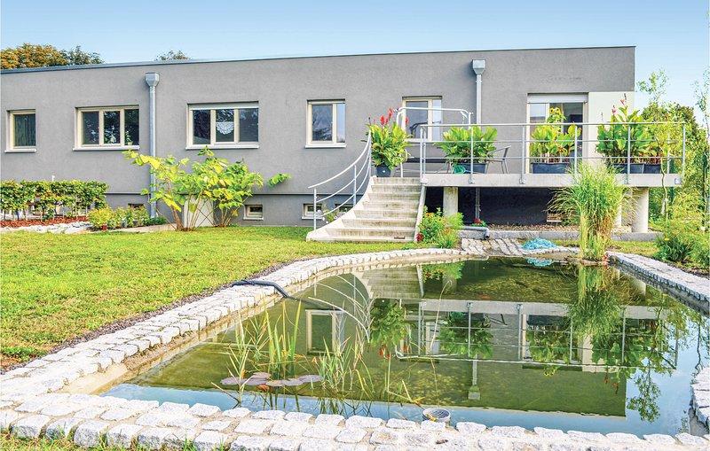 Amazing home in Dessau-Roßlau with Sauna, WiFi and 3 Bedrooms (DAN112), aluguéis de temporada em Dessau