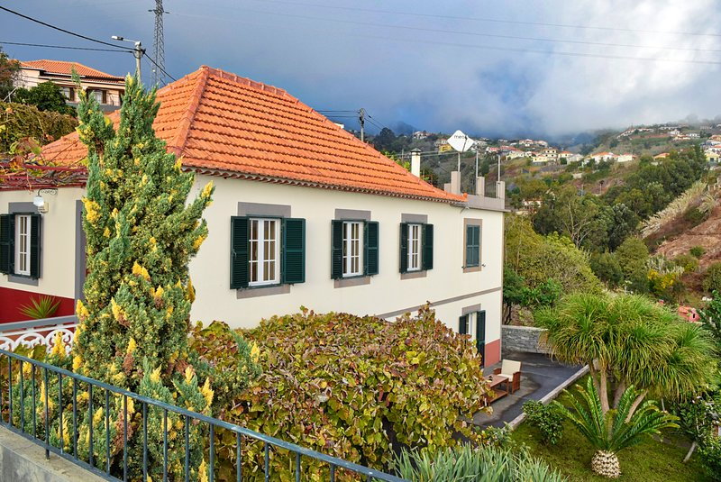 Casa de Ponte, a Home in Madeira, holiday rental in Canhal