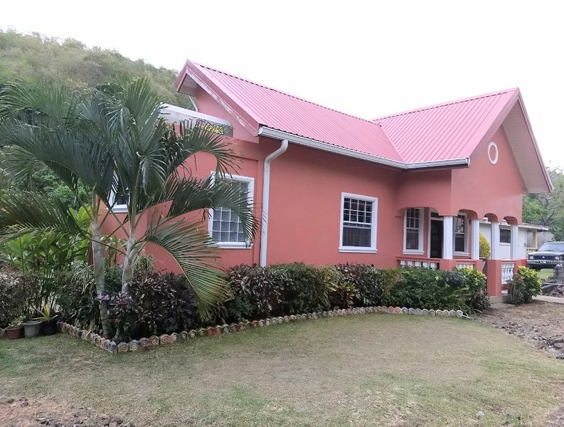 BenCastle Villa and spar, location de vacances à Gros Islet