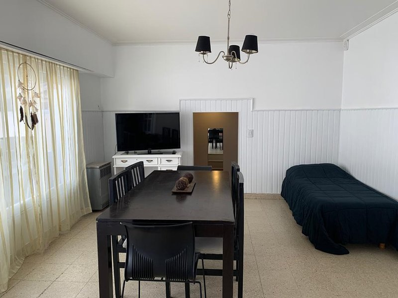 Alquiler en Mar del Plata - Excelente Zona con Cochera-, holiday rental in Mar del Plata