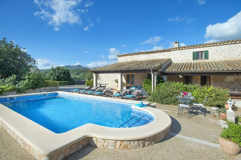 Great Traditional Villa Peric Fantastic Pool ideal for Families Chalet in Puerto Pollensa