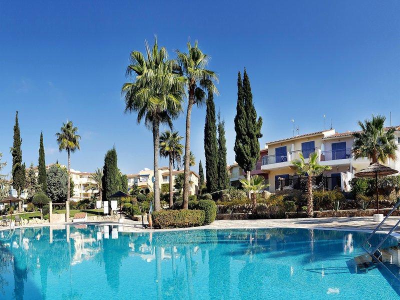 Modern Top Floor Apartment with sea views - Regina Gardens, holiday rental in Paphos