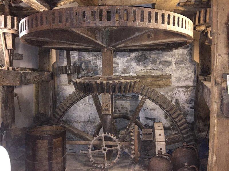Le fonctionnement du Moulin dans la salle / salle à manger du Moulin.