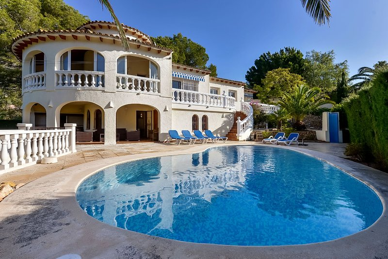 Villa, swimming pool, till 8 persons, self supporting guesthouse, 3 bathrooms, holiday rental in Tarbena