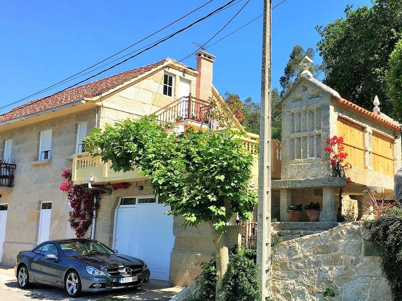 Casa tradicional gallega, terraza con asador, exclusivo jardín, amplio aparcamiento...
