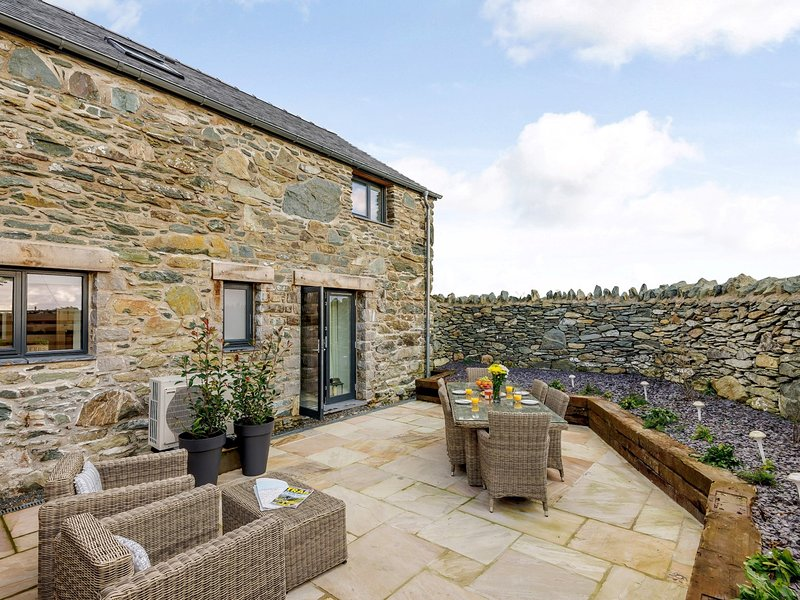 Coastal barn conversion with all your creature comforts and sea views