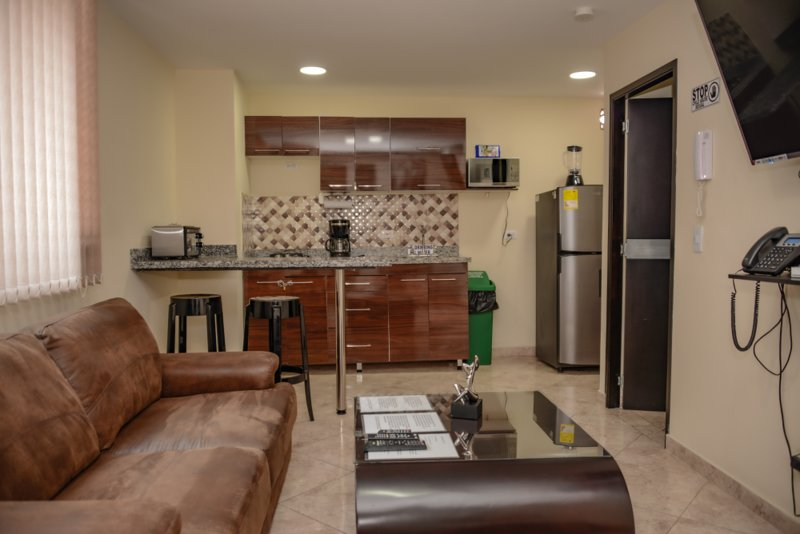 One Bedroom Hot Tub AC, Excellent wifi, holiday rental in Medellin