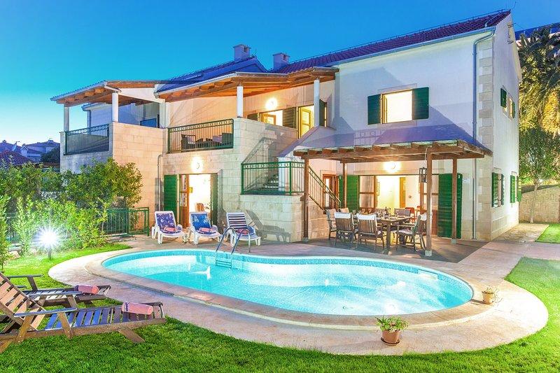 Villa Dane,4 bedroom villa with en suite bathrooms and private pool in Hvar town, vacation rental in Hvar