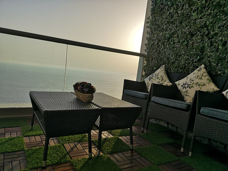 Romantic Seafront 2 BD APT, prefect 4 honeymooners, holiday rental in Makkah Province