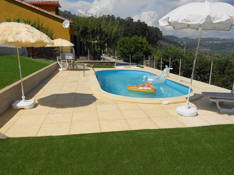 Amazing villa with swimming-pool, location de vacances à Vila Real