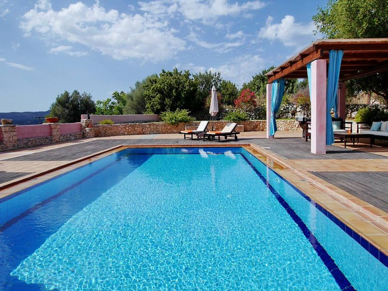 'Sunday Times, featured 100 Sexiest Villas' The cleaning service:  If 5 days rental, you will get fresh towels mid-stay & a general clean, usually on the 3rd day. If over 7 days rental, you will get fresh sheets & towels every 3rd or 4th day as wel...