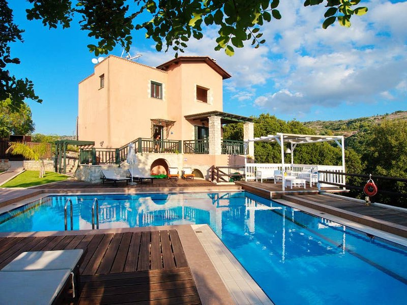 'Private Villa with Outside Pool and heated* indoor Pool, Stroll to Village' The cleaning service: 