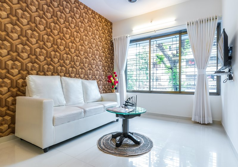 Contemporary Compact 2 Bedroom near Airport, vacation rental in Mumbai