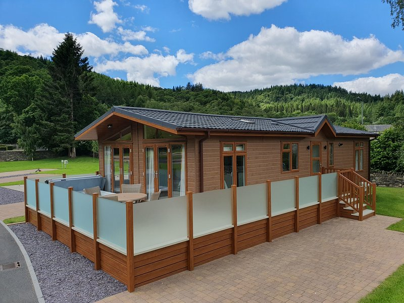 The Llyn Dinas Lodge at Hendre Rhys Gethin Betws-y-Coed Snowdonia National Park, vacation rental in Dolwyddelan
