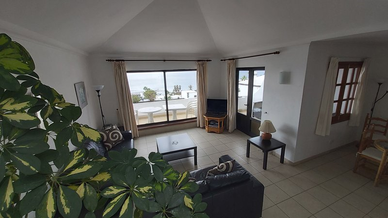 Lago Verde, 3 bedroom 2 bathroom Suite, Panoramic Sea Views, Touristic License,, location de vacances à Puerto Del Carmen