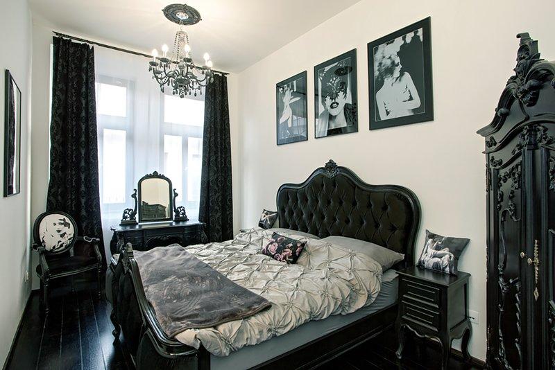 Tragic Kiss Luxury Romantic Atelier, holiday rental in Prague