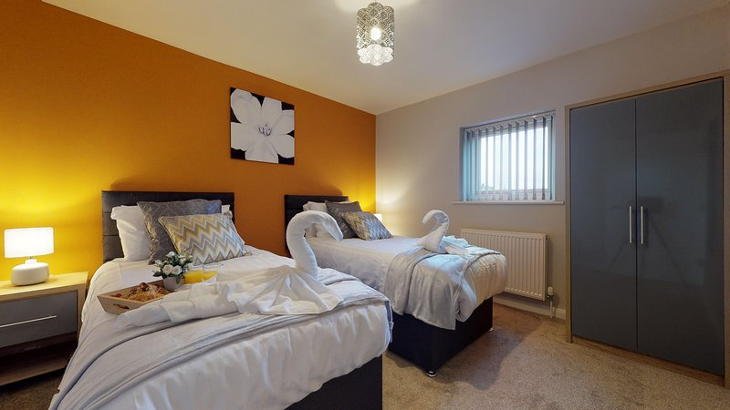 Spacious, Ideal for Contractors/Key Workers & with Netflix & Free Parking, holiday rental in Peterborough