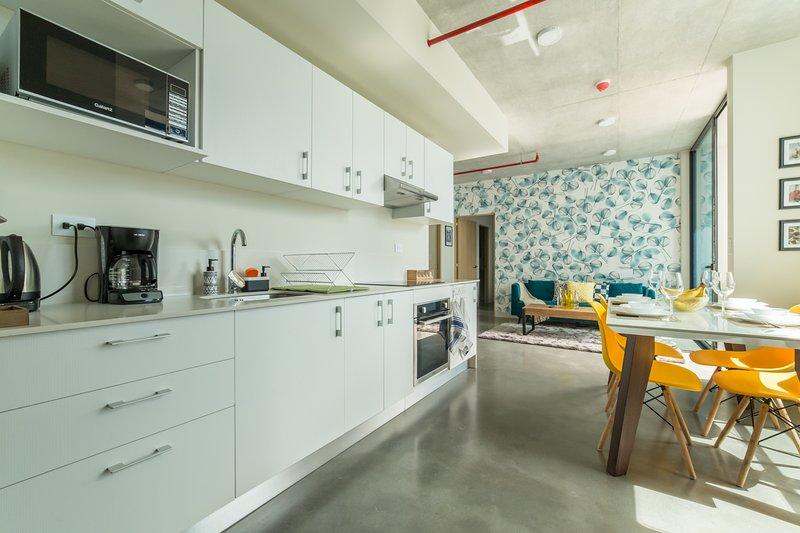 26th floor cozy apartment near a gastronomic area, casa vacanza a Curridabat