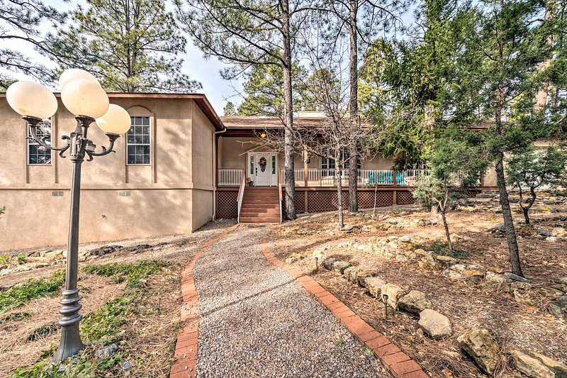 Your next southwestern adventures to New Mexico begin at this Ruidoso abode!