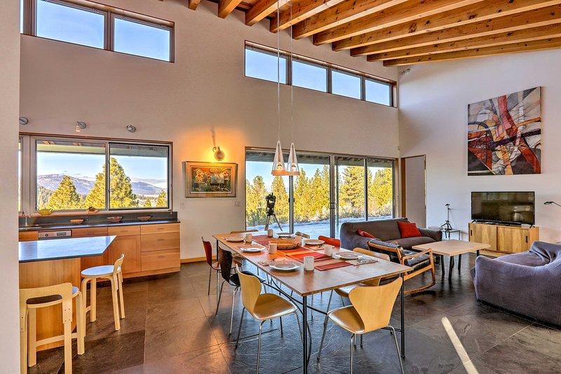 Questa casa ariosa e invitante è il luogo perfetto per una vacanza in montagna!