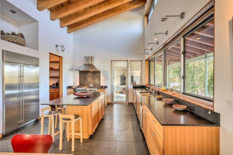 Dalle travi in legno a vista a una cucina completamente attrezzata, questa casa ha tutto!