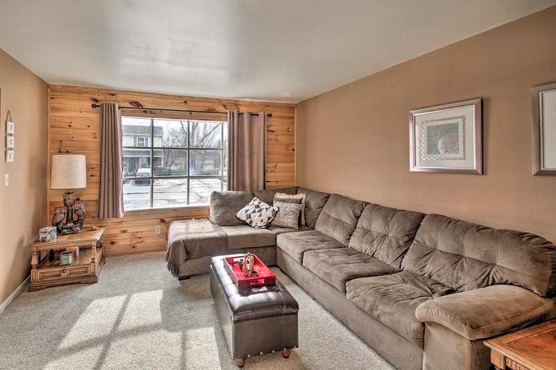 NEW! Cozy Family Condo: 2 Mi to Indiana University, location de vacances à Bloomington
