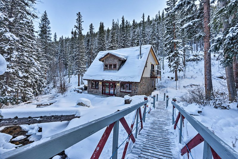 Tranquil Creekside Home: Ski, Hike & Fish On-Site!, vacation rental in Dumont