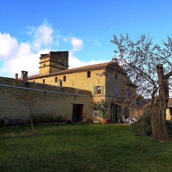 Domaine du Mas Blanc - Gîte des artistes, vacation rental in Uzes
