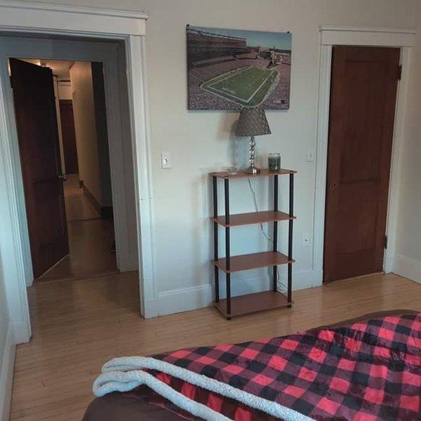 Comfy Room, Free WiFi, Boston, holiday rental in Arlington