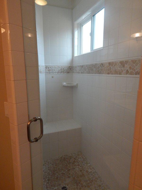 Camera, interni, bagno, pavimento, rubinetto della doccia