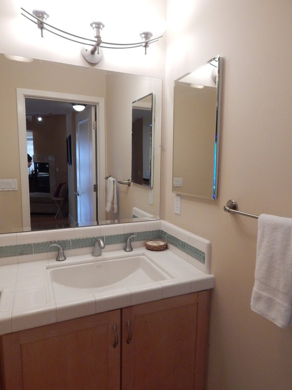 Doppio lavandino, lavandino, interno, rubinetto del lavandino