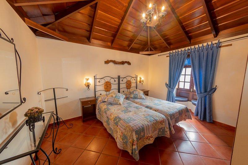 CASA RURAL CUEVAS NEGRAS, alquiler de vacaciones en Santiago del Teide