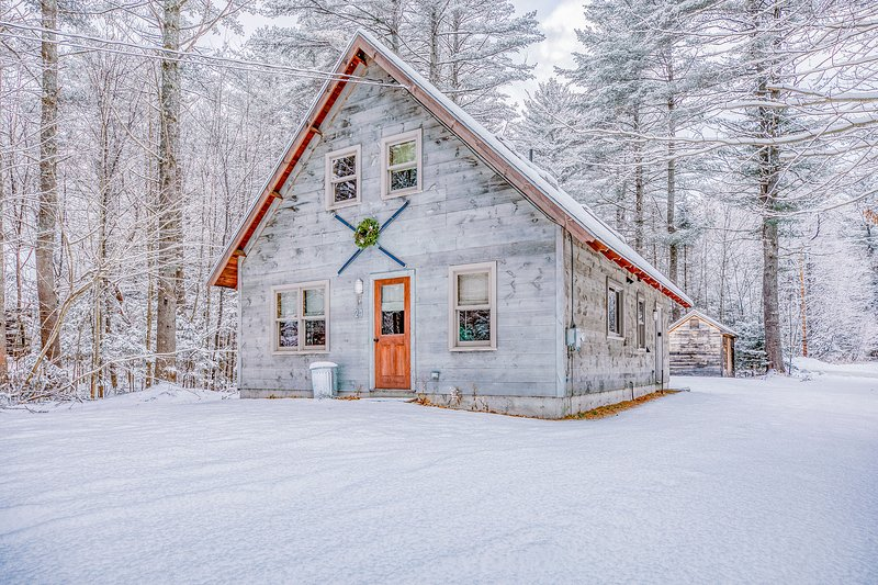 Rustic home w/ fireplace, large yard, & air hockey - close to ski & golf!, holiday rental in Hanover