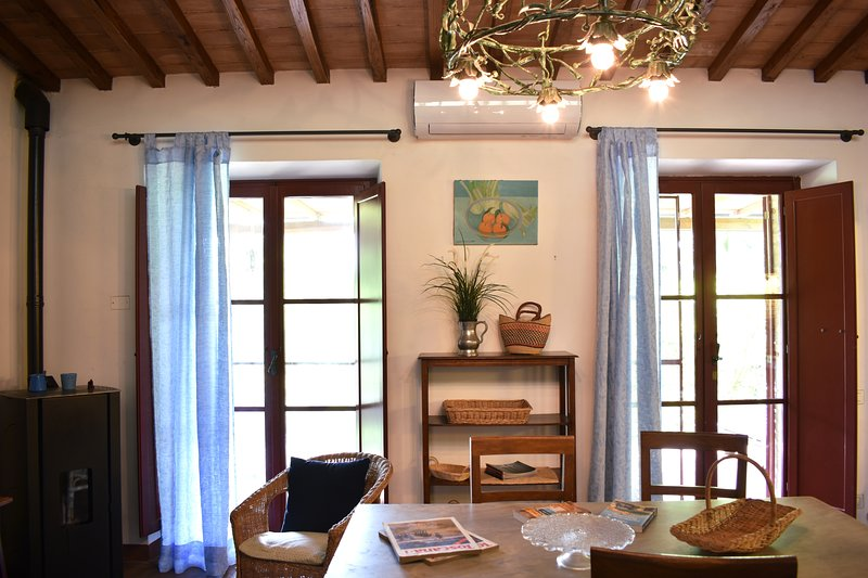 Restored Barn - country home, holiday rental in Tognazza