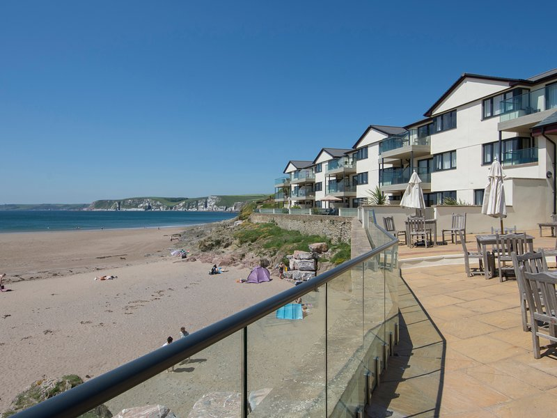 APARTMENT 12, sea views, sauna and gym, in Bigbury-on-sea, casa vacanza a Bantham