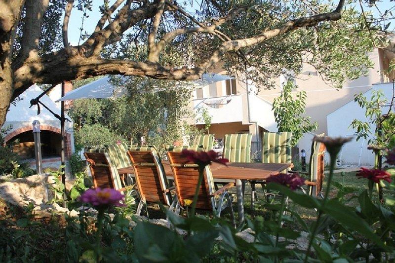 Ante - 50m from the sea: A4 Lila(3+2) - Posedarje, vacation rental in Posedarje