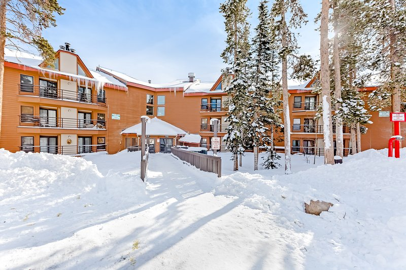 Comfortable, family-friendly mountain condo w/shared pool, hot tub, & sauna, location de vacances à Silverthorne