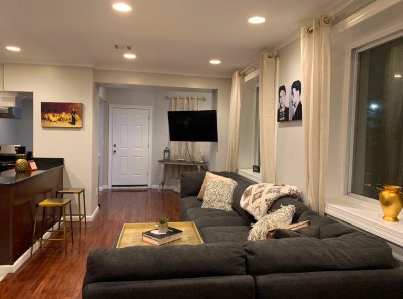 CHIC ONE BEDROOM ..10 MINUTES FROM NYC!, holiday rental in Weehawken