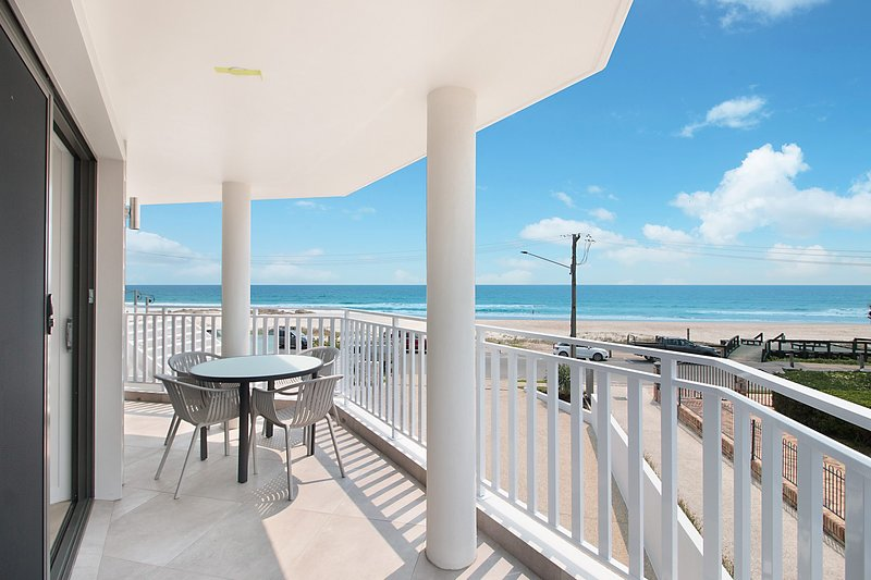 Xavier Dunes 3 - Hampton style beachfront holidaying!, vacation rental in Tugun