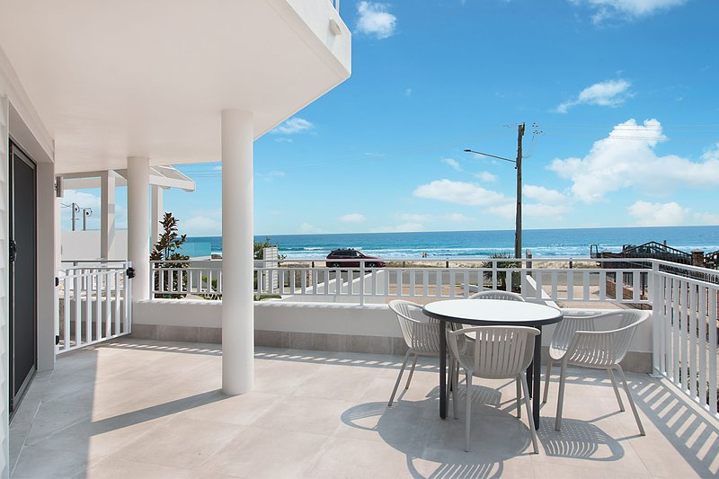 Xavier Dunes 1 - Hampton style beachfront holidaying!, vacation rental in Tugun