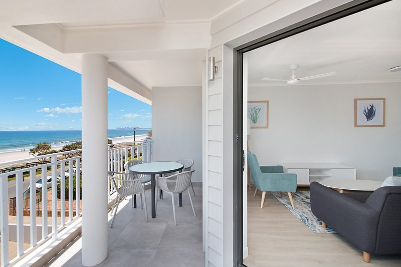 Xavier Dunes 6 - Hamptons style beachfront holidaying, vacation rental in Tugun