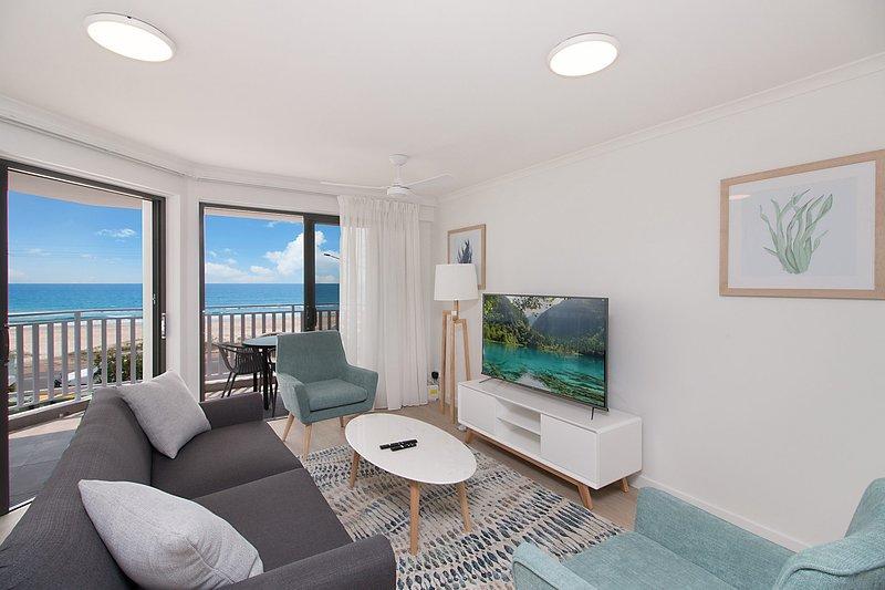 Xavier Dunes 4 - Hampton style beachfront holidaying!, casa vacanza a Tugun