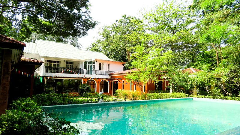 THE JOURNEY POOL VILLA RENTAL THE RIVER KWAI/8BRs, Ferienwohnung in Kanchanaburi
