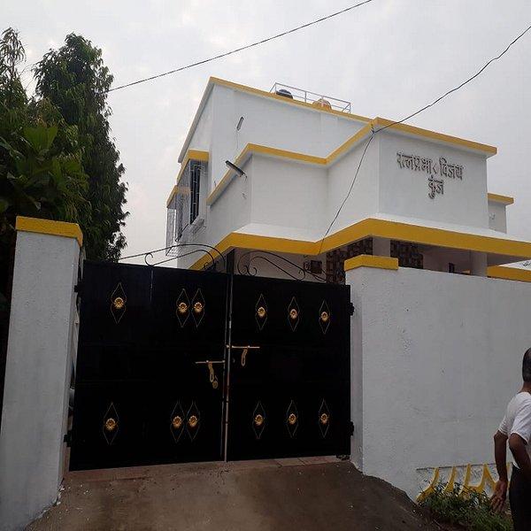 R V Villa with Private Swimming Pool Near Mumbai, casa vacanza a Thane District