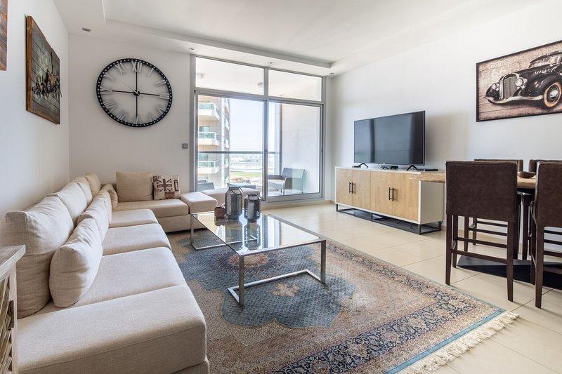 Luxury Modern 2BR Apartment in Dubai Marina, vacation rental in Jebel Ali