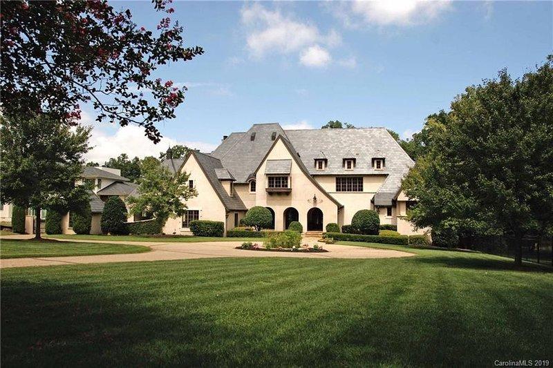 High End Private Mansion Estate with all Amenities, alquiler de vacaciones en Matthews
