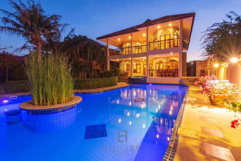 Private 4 Bedroom Pool Villa In Great Location! – semesterbostad i Nong Kae