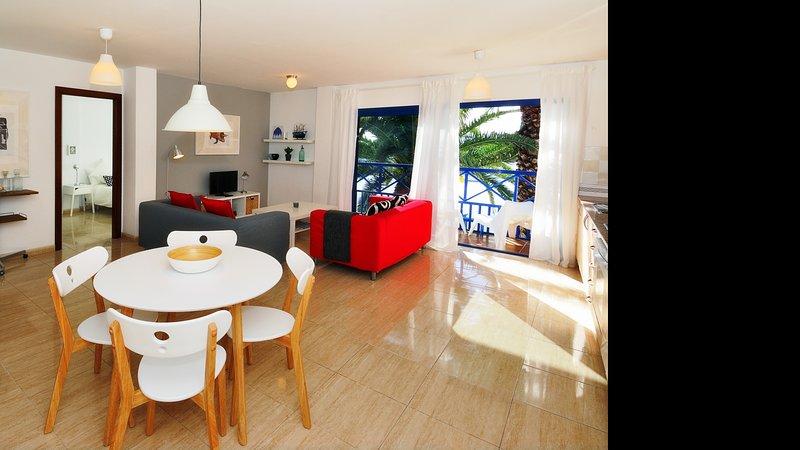 Apartment La Raspa Sea Views 2 Bedrooms, vacation rental in Puerto Naos